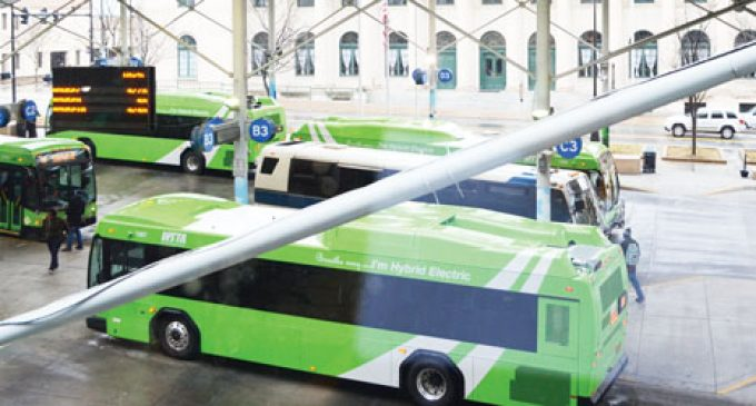 Program gives bus riders real-time bus locations