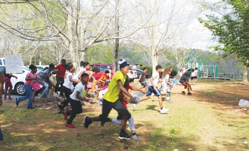 Hunt provides exercise as community center gives away prizes