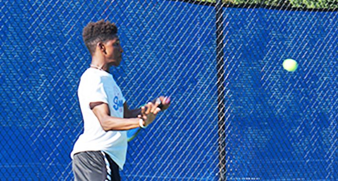 Teen picks up tennis and turns it into scholarship