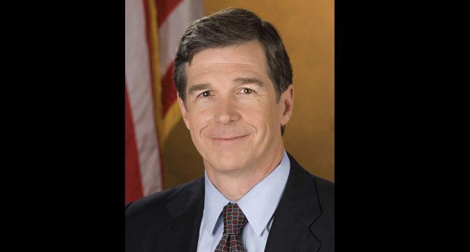 Gov. Cooper signs order to help minority biz contractors