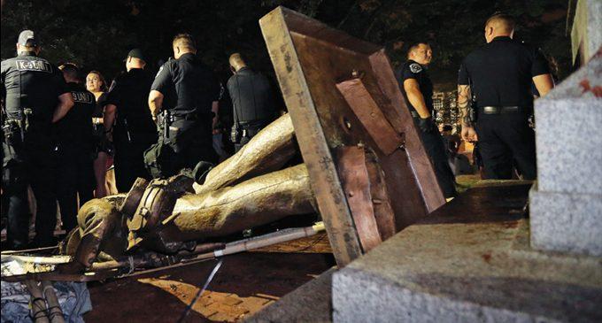 Protesters topple Confederate UNC statue