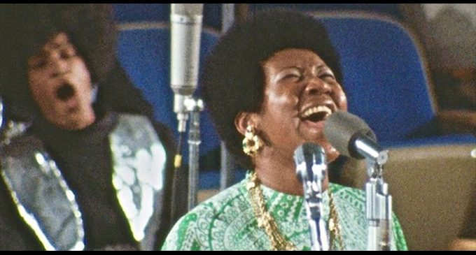 Members of Congress introduce bill to award  Aretha Franklin with Congressional Gold Medal